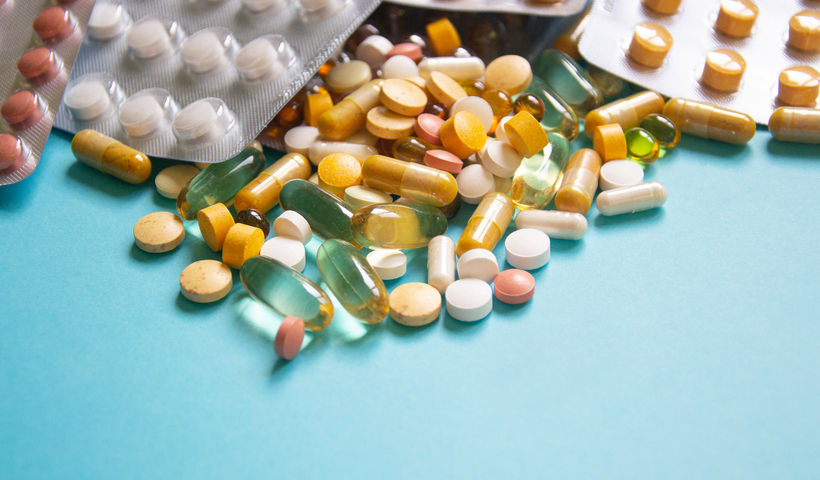 サプリの過剰摂取によって起きる問題や危険について